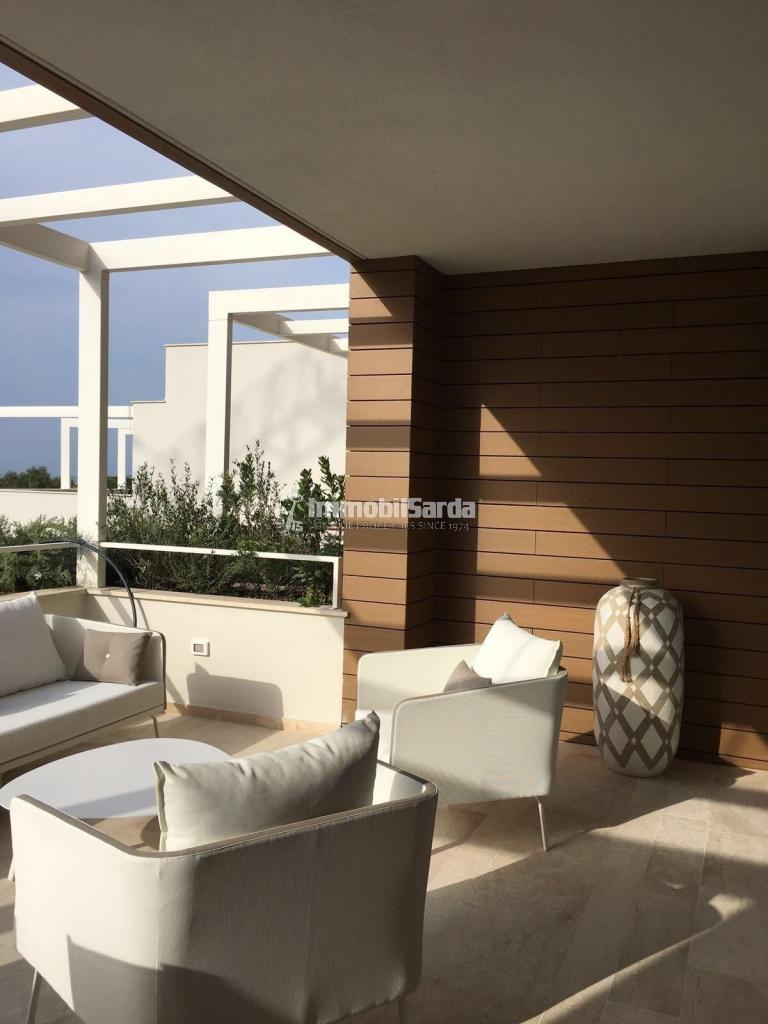 Appartamento in vendita in porto rotondo trilocale con for Piccoli piani cabina con soppalco e veranda