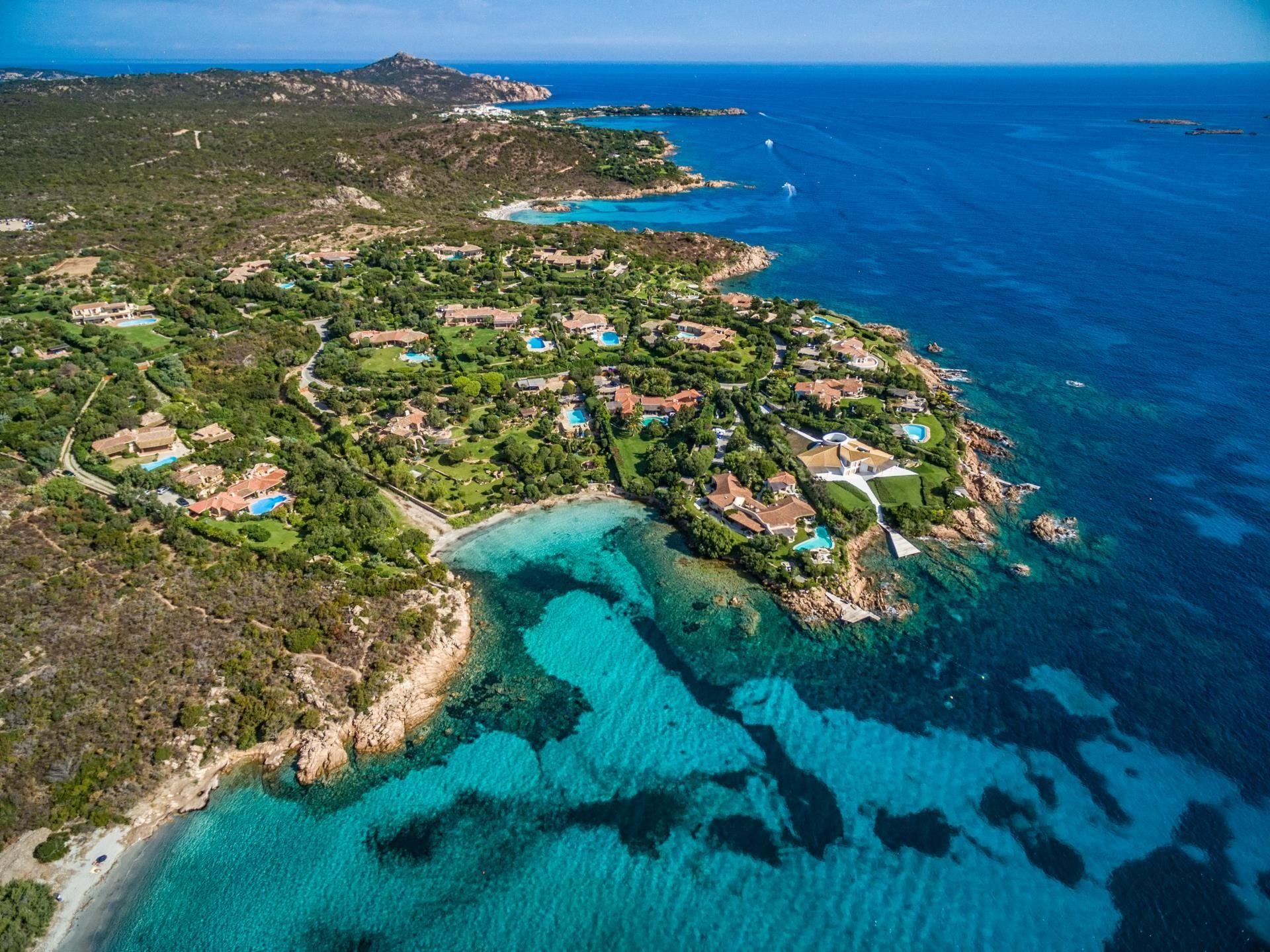 Costa smeralda sardinia properties for sale or rent for Arredi costa smeralda
