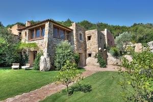 Villa Sirea emerge dalla natura
